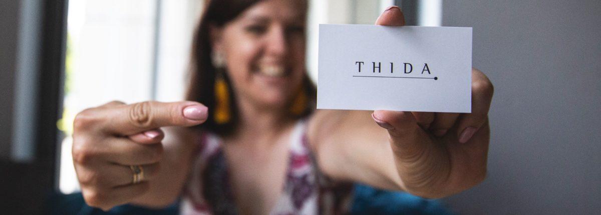 Wizytówka sklepu Thida.pl z ręcznie wykonywaną biżuterią