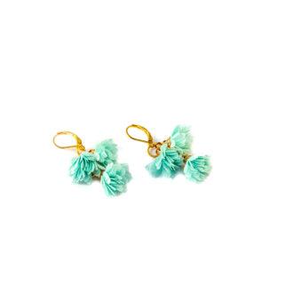 Kolczyki 3 Blossoms Mint z kwiatuszkami wykonanymi z delikatnej tkaniny w kolorze miętowym