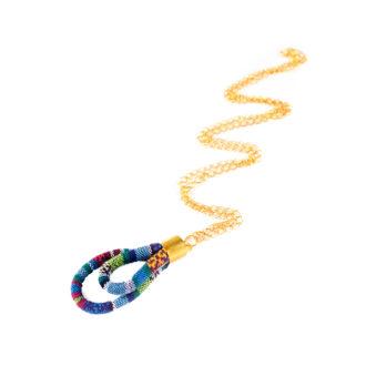 Wisior wykonany z niebieskiego bawełnianego sznura w stylu etno.